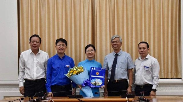 UBND TP HCM trao quyết định bổ nhiệm cho 2 nhân sự lãnh đạo  - Ảnh 2.