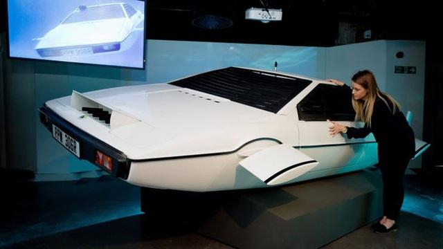 Cặp vợ chồng bỏ 100 USD sở hữu thứ vô giá trị này để rồi may mắn được Elon Musk mua lại nó với giá gần 1 triệu USD  - Ảnh 2.