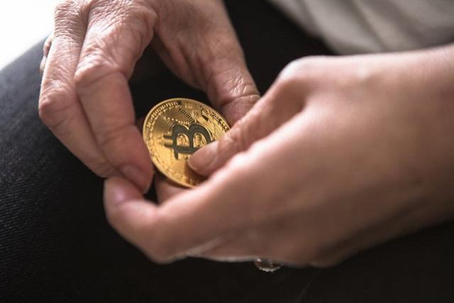 Đà tăng bị 'bẻ gãy', Bitcoin rơi tự do - Ảnh 1.