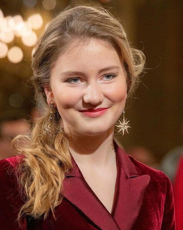 Công chúa xinh đẹp nhất hoàng gia Bỉ lại gây sốt với vẻ ngoài tựa nữ thần, khí chất của một Nữ hoàng tương lai là đây! - Ảnh 4.