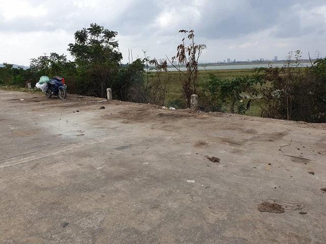 Rác thải chất đống trên đê chống lũ ở Hà Tĩnh: Chính quyền vào cuộc xử lý - Ảnh 7.