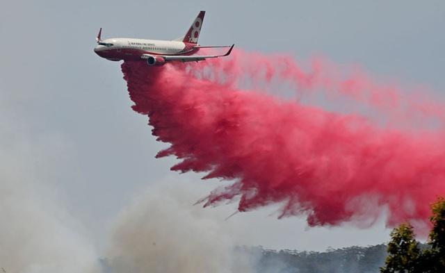 Thảm họa cháy rừng lớn nhất lịch sử Úc: Nhà hát Opera Sydney khuất sau khói mù, 2 người thiệt mạng khi tình nguyện dập lửa khiến cả nước xót thương - Ảnh 6.