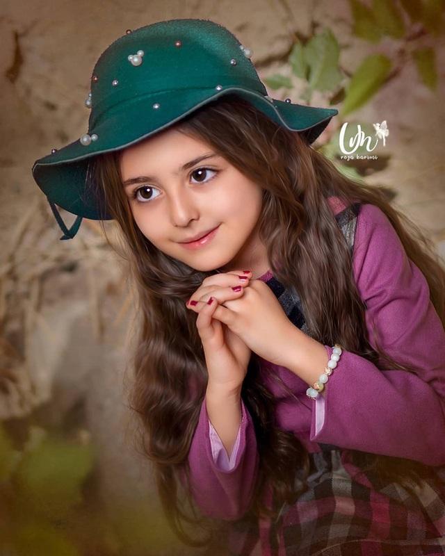 Loạt ảnh mới của cô bé quá xinh khiến bố phải nghỉ việc làm vệ sĩ, không hổ danh bé gái đẹp nhất thế giới - Ảnh 2.