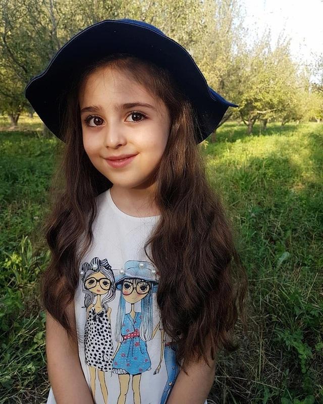 Loạt ảnh mới của cô bé quá xinh khiến bố phải nghỉ việc làm vệ sĩ, không hổ danh bé gái đẹp nhất thế giới - Ảnh 12.