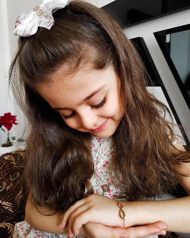 Loạt ảnh mới của cô bé quá xinh khiến bố phải nghỉ việc làm vệ sĩ, không hổ danh bé gái đẹp nhất thế giới - Ảnh 14.