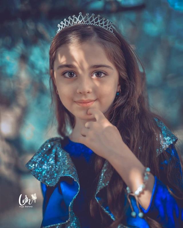 Loạt ảnh mới của cô bé quá xinh khiến bố phải nghỉ việc làm vệ sĩ, không hổ danh bé gái đẹp nhất thế giới - Ảnh 3.