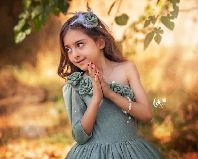 Loạt ảnh mới của cô bé quá xinh khiến bố phải nghỉ việc làm vệ sĩ, không hổ danh bé gái đẹp nhất thế giới - Ảnh 4.