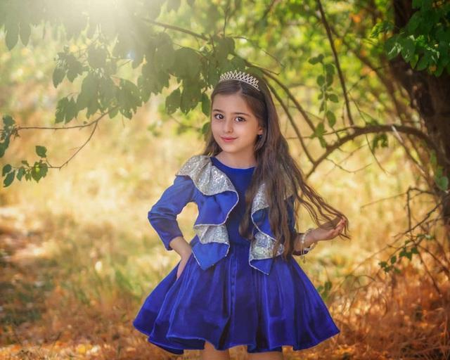 Loạt ảnh mới của cô bé quá xinh khiến bố phải nghỉ việc làm vệ sĩ, không hổ danh bé gái đẹp nhất thế giới - Ảnh 5.