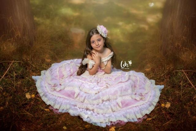 Loạt ảnh mới của cô bé quá xinh khiến bố phải nghỉ việc làm vệ sĩ, không hổ danh bé gái đẹp nhất thế giới - Ảnh 6.