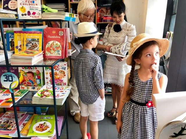 """Nhà giàu nhưng 2 con của Hồng Nhung không biết iPad là gì còn nhầm tưởng rất ngộ nghĩnh, nguyên nhân từ cách dạy """"không giống ai"""" của nữ Diva - Ảnh 8."""
