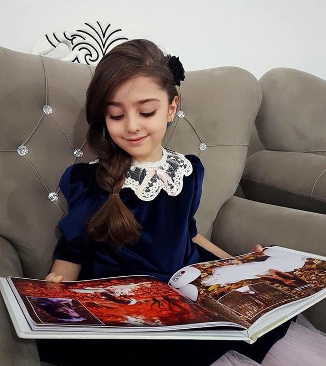 Loạt ảnh mới của cô bé quá xinh khiến bố phải nghỉ việc làm vệ sĩ, không hổ danh bé gái đẹp nhất thế giới - Ảnh 8.