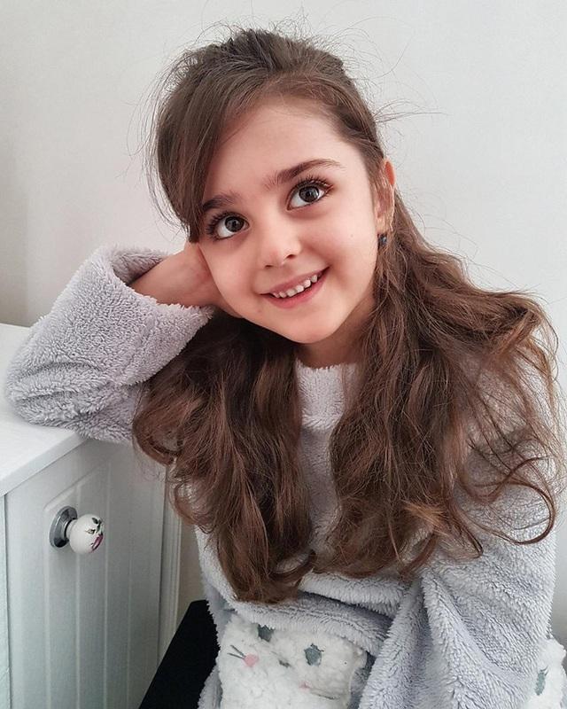 Loạt ảnh mới của cô bé quá xinh khiến bố phải nghỉ việc làm vệ sĩ, không hổ danh bé gái đẹp nhất thế giới - Ảnh 9.