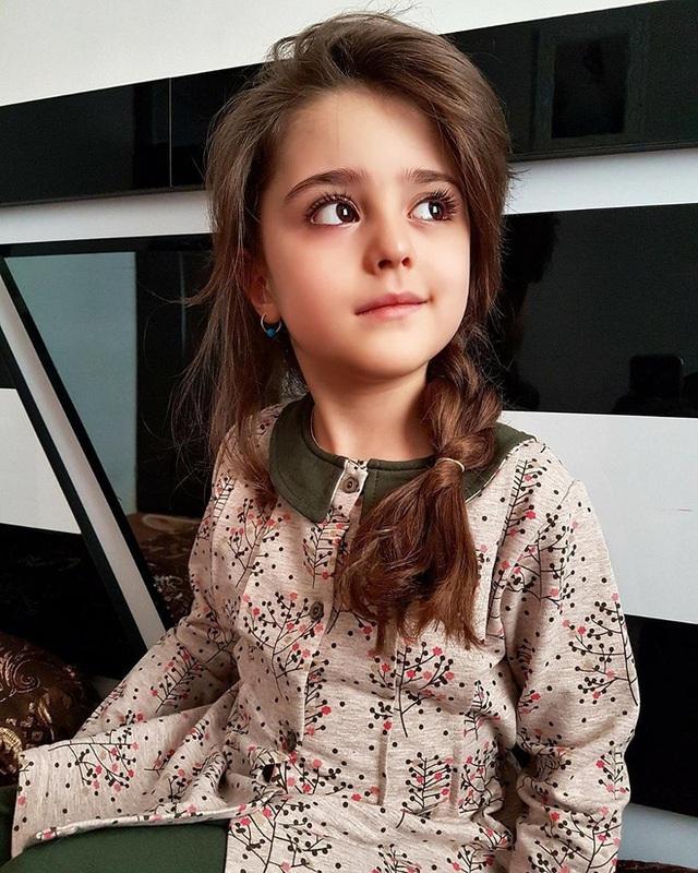 Loạt ảnh mới của cô bé quá xinh khiến bố phải nghỉ việc làm vệ sĩ, không hổ danh bé gái đẹp nhất thế giới - Ảnh 10.