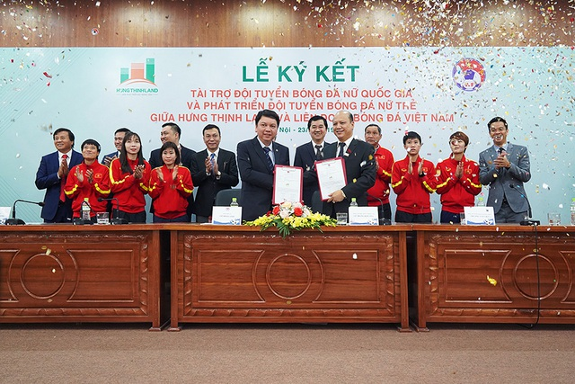Một tập đoàn bất động sản tài trợ 100 tỷ đồng cho tuyển bóng đá nữ Việt Nam - Ảnh 1.