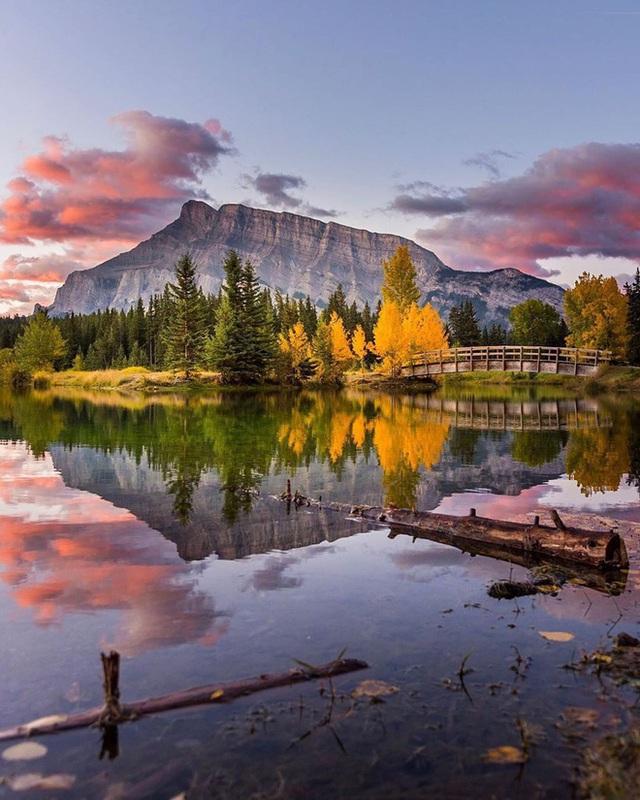 Cận cảnh đoàn tàu view kính 180 độ có thật ở Canada, đi tới đâu là du khách tha hồ ngắm cảnh tuyệt đẹp đến đấy - Ảnh 2.