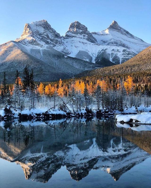 Cận cảnh đoàn tàu view kính 180 độ có thật ở Canada, đi tới đâu là du khách tha hồ ngắm cảnh tuyệt đẹp đến đấy - Ảnh 3.