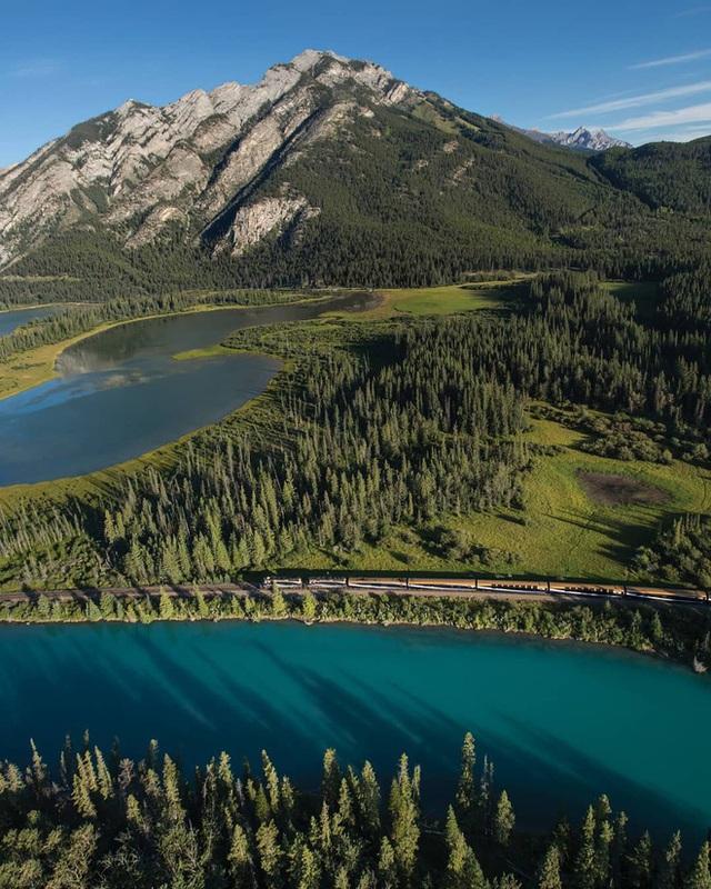 Cận cảnh đoàn tàu view kính 180 độ có thật ở Canada, đi tới đâu là du khách tha hồ ngắm cảnh tuyệt đẹp đến đấy - Ảnh 21.