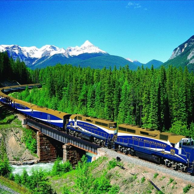 Cận cảnh đoàn tàu view kính 180 độ có thật ở Canada, đi tới đâu là du khách tha hồ ngắm cảnh tuyệt đẹp đến đấy - Ảnh 22.