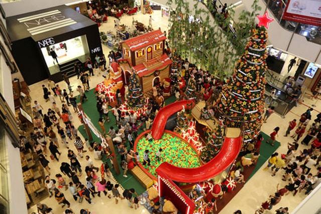 Thị trường tất bật dịp Giáng sinh - Ảnh 1.