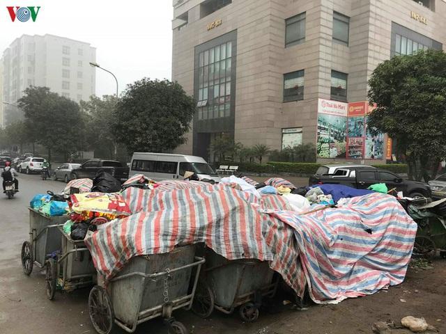 Dân chặn xe chở rác: Hà Nội phân luồng rác ra sao? - Ảnh 2.