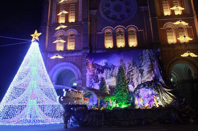 Người Sài Gòn tất bật chuẩn bị chào đón Giáng sinh - Ảnh 14.