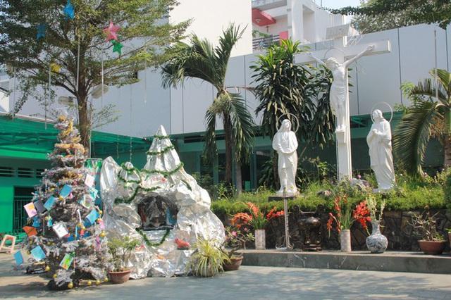 Người Sài Gòn tất bật chuẩn bị chào đón Giáng sinh - Ảnh 4.