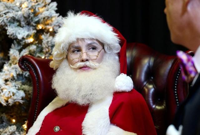 Bên trong trường học đào tạo ông già Noel duy nhất ở Anh, nơi mỗi bộ đồ trị giá hơn 30 triệu và bắt buộc phải học thuộc tên từng con tuần lộc - Ảnh 9.