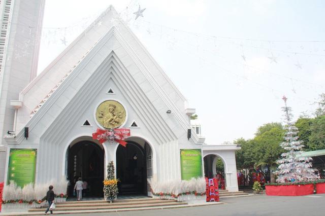 Người Sài Gòn tất bật chuẩn bị chào đón Giáng sinh - Ảnh 10.
