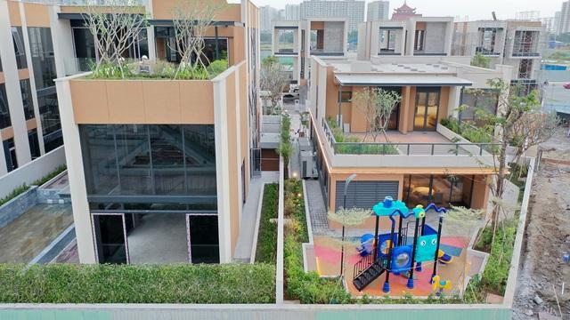2 khu biệt thự 100 tỉ đồng mỗi căn của giới siêu giàu khu Đông Sài Gòn - Ảnh 3.