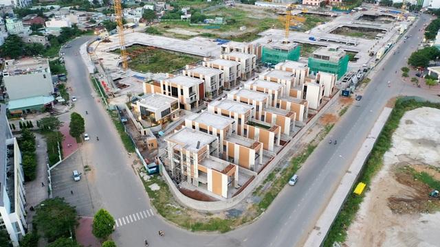 2 khu biệt thự 100 tỉ đồng mỗi căn của giới siêu giàu khu Đông Sài Gòn - Ảnh 1.