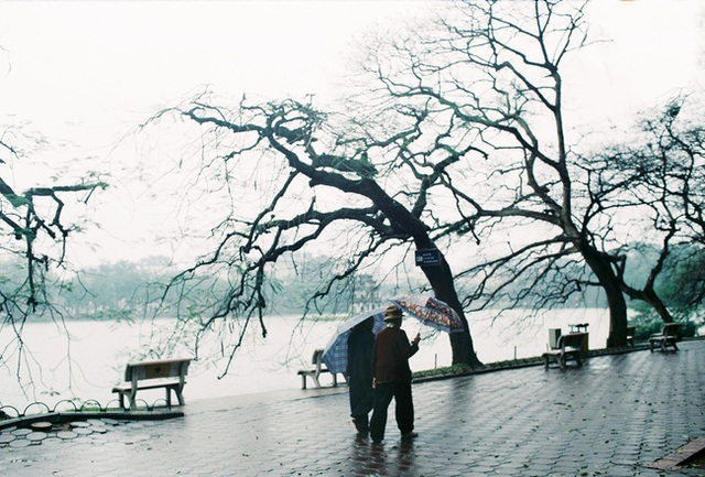 Mùa đông Hà Nội có hương vị gì khiến người ta phải lòng đến thế, năm nào cũng đến mà vẫn khắc khoải ngóng trông - Ảnh 2.