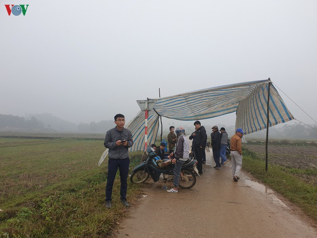 Rác thải ùn ứ ở nội thành Hà Nội sau khi dân Sóc Sơn chặn xe rác - Ảnh 1.