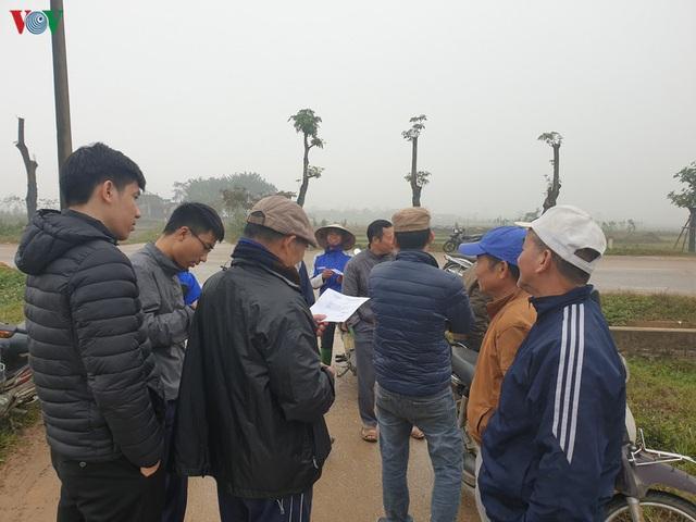Rác thải ùn ứ ở nội thành Hà Nội sau khi dân Sóc Sơn chặn xe rác - Ảnh 2.