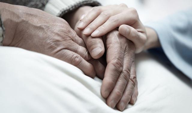 Về thăm cha mẹ ngay khi có thể vì trên đời chỉ có 2 thứ duy nhất không được bỏ lỡ: 1 là chuyến xe cuối cùng để trở về, 2 là người thật lòng yêu thương ta - Ảnh 2.