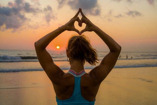 Lợi ích tuyệt vời cho sức khỏe khi bạn tập yoga - Ảnh 2.