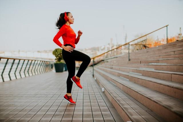 8 thói quen đang ăn mòn não bộ của bạn mỗi ngày: Ai mắc phải càng nhiều càng sớm lão hóa, sa sút trí tuệ - Ảnh 1.