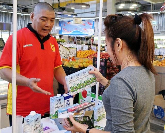 Sữa tươi organic Vinamilk vào siêu thị Singapore, mở cơ hội xuất khẩu sữa tươi ra nhiều nước trên thế giới - Ảnh 1.