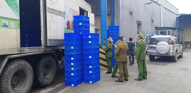 Chặn đứng 2 container chứa hàng tấn thực phẩm đông lạnh nhập lậu tại siêu thị MM Mega Market - Ảnh 1.