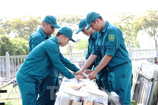Trận địa pháo hoa trước giờ khai hoả đón năm mới ở Sài Gòn - Ảnh 15.