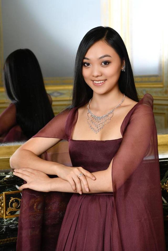 Đằng sau những bộ trang sức kim cương tại đêm hội Le Bal của con nhà giàu: Giá trị hàng triệu USD, do truyền nhân của gia tộc 4 đời làm kim cương nhào nặn - Ảnh 4.