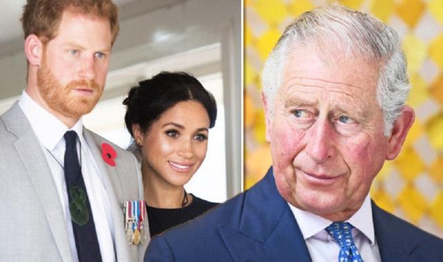 Vợ chồng Meghan Markle sẽ mất quyền kế vị và rời gia đình hoàng gia chính thức sau khi Thái tử Anh lên ngôi? - Ảnh 1.