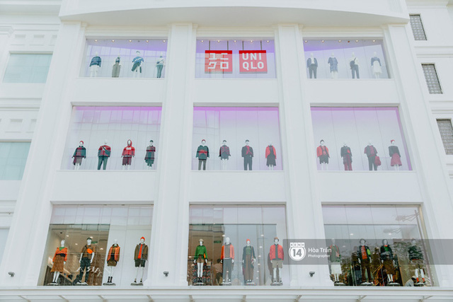HOT HIT: Những hình ảnh rõ nét xịn sò đầu tiên bên trong store UNIQLO Việt Nam trước ngày khai trương - Ảnh 1.