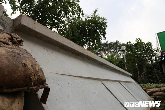 Ảnh: Khối bê tông đúc sẵn nặng 2,5 tấn để kè Hồ Gươm có gì đặc biệt? - Ảnh 2.