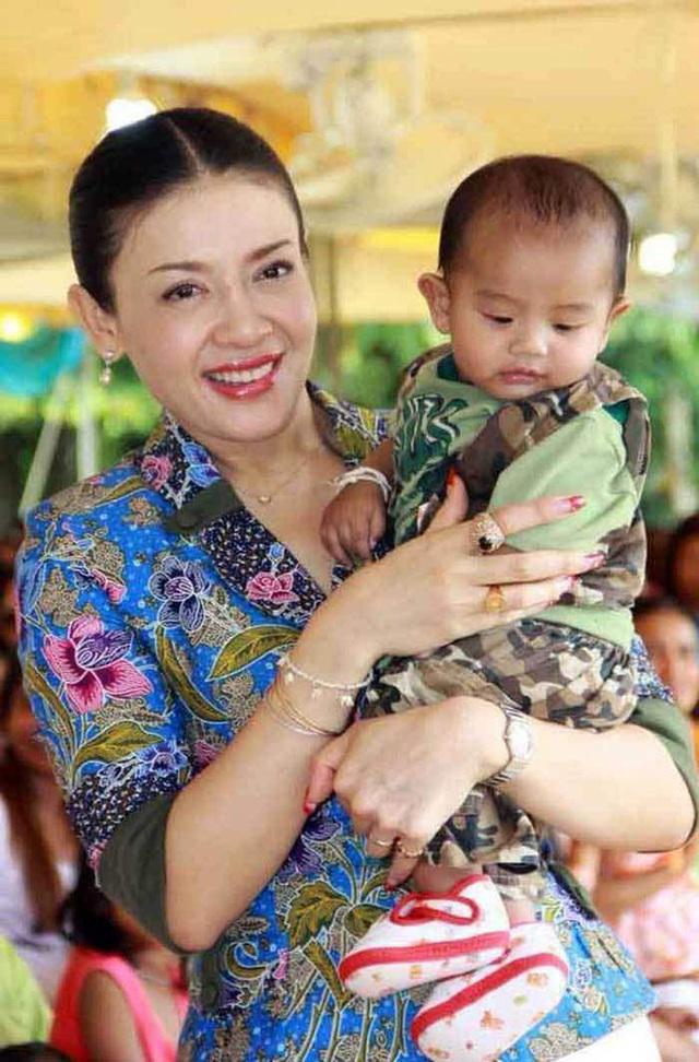 Hoàng tử Thái Lan: Là con trai duy nhất của vua nhưng chưa chắc đã được kế vị, phải rời xa vòng tay mẹ từ khi còn nhỏ - Ảnh 3.
