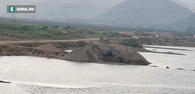 Cận cảnh đại công trường khai thác trên sông Vu Gia, đe dọa an toàn cầu Hà Nha  - Ảnh 3.
