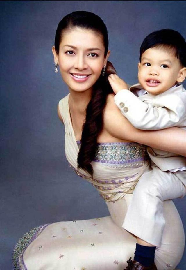 Hoàng tử Thái Lan: Là con trai duy nhất của vua nhưng chưa chắc đã được kế vị, phải rời xa vòng tay mẹ từ khi còn nhỏ - Ảnh 4.