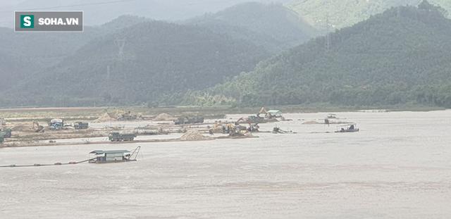 Cận cảnh đại công trường khai thác trên sông Vu Gia, đe dọa an toàn cầu Hà Nha  - Ảnh 5.
