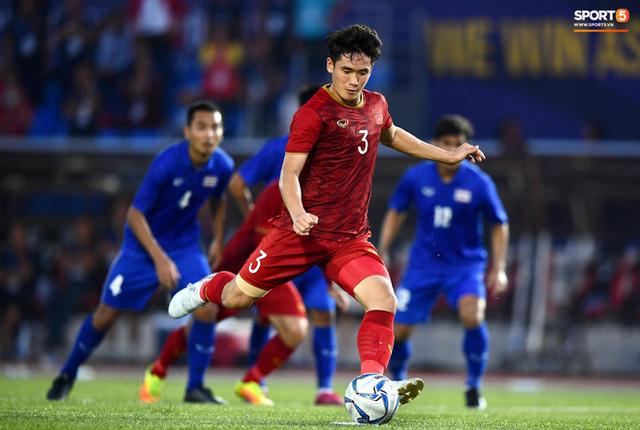 Quang Hải cắn răng, đứng ngồi không yên trước khi vỡ òa với cú sút penalty của Tiến Linh - Ảnh 5.