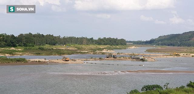 Cận cảnh đại công trường khai thác trên sông Vu Gia, đe dọa an toàn cầu Hà Nha  - Ảnh 6.