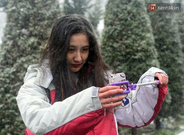 """HOT: Xuất hiện băng giá phủ trắng đỉnh Fansipan, dân tình rục rịch rủ nhau cuối năm lên Sa Pa """"săn"""" tuyết rơi - Ảnh 8."""